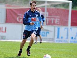 Wann kann er wieder ins Training einsteigen? Hertha-Sorgenkind Christoph Janker.