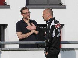 Reger Austausch: Kölns Trainer Holger Stanislawski steht in ständigem Kontakt mit Kader-Manager Jörg Jakobs.