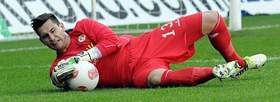 Philipp Tschauner verlängert beim FC St. Pauli.