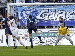 Fabian Boll trifft zum 1:0 für St. Pauli