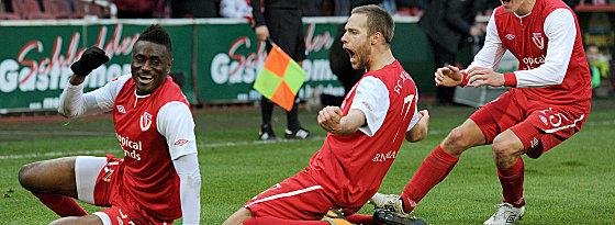 Die Entscheidung: Cottbus' Daniel Brinkmann bejubelt seinen Treffer zum 3:1.