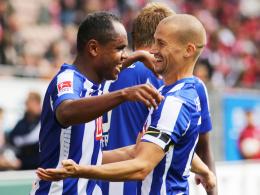 Erfolgsduo: Herthas Mittelfeldspieler Peer Kluge (re.) und Goalgetter Ronny.