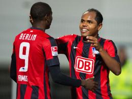 Sollen der Hertha erhalten bleiben: Die beiden Offensivspieler Adrian Ramos und Ronny (re.).