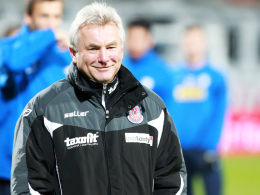 Gut gelaunt: Frankfurts Trainer Benno Möhlmann bleibt ein weiteres Jahr beim FSV.