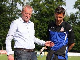 Nach der Verletzung von Edmond Kapllani (rechts) wird FSV-Geschäftsführer Uwe Stöver (li.) möglicherweise doch noch auf dem Transfermarkt tätig.