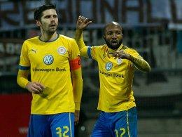 Schmerzlich vermisst: Tabellenführer Braunschweig muss gegen Aalen auf Domi Kumbela (re.) und Dennis Krupple verzichten.