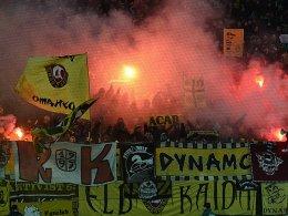 Pyro-Einsatz: Dynamo-Fans beim Auswärtsspiel in Kaiserslautern.