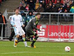 Gleich ist er drin: Lauth düpiert Davari und schießt die Münchner Löwen zum Sieg.