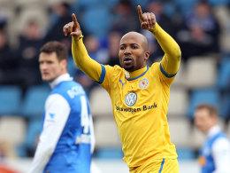 Dominick Kumbela freut sich über sein Tor in Bochum