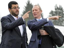 In dieselbe Richtung? Wohl kaum -1860-Investor Hasan Ismaik, hier mit Präsident hep Monatzeder, lässt die Rechtslage prüfen
