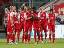 Cottbuser Jubel gegen Kaiserslautern