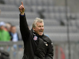Geht's hoch? FSV-Trainer Benno Möhlmann könnte die Frankfurter auf Platz drei führen.