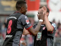 Zwei für Platz drei: Hoffer (re.) machte für den FCK die Führung in Regensburg, Idrissou legte nach.