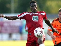Hatte ein paar Chancen, traf aber nicht:FCK-Stürmer Idrissou im Test gegen Olmütz.