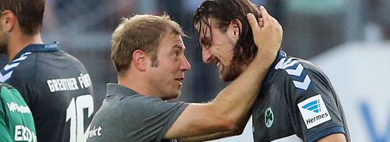Schätzt seine Spielweise: Fürths Trainer Frank Kramer mit Ilir Azemi.