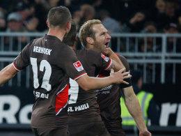 Schrei der Erleichterung: Florian Kringe wird nach seinem Tor eingefangen.