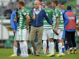 Fürths Sportlicher Leiter Rouven Schröder im Kreise seiner neu zusammengebauten Mannschaft.