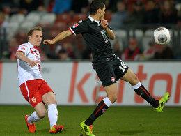 Abgezogen: Energies Sven Michel trifft gegen den FCK aus der Distanz.