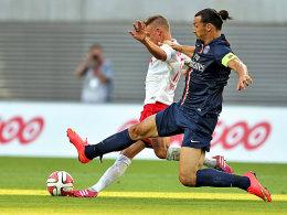 Leipzigs Joshua Kimmich im Duell gegen Zlatan Ibrahimovic.
