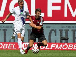 Siegtorschütze für den Club: Jakub Sylvestr traf gegen seinen Ex-Verein Aue, hier gegen Michael Fink.