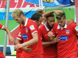 Aufsteiger FCH jubelt über das 2:1 gegen Frankfurt.