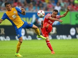 Traumtor: Düsseldorfs Liendl trifft gegen Braunschweig zum 1:0.