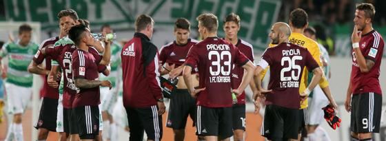 Konsterniert: Die junge Mannschaft des 1. FC Nürnberg nach der heftigen Pleite im Derby.