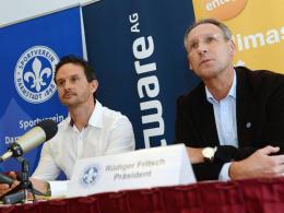 Wurde im Amt bestätigt: Darmstadt-Präsident Rüdiger Fritsch (re.), hier mit Cheftrainer Dirk Schuster.