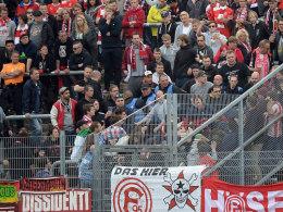 Auseinandersetzung im Fortuna-Block im Rahmen des Spiels in Darmstadt.