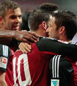 Ingolstadts Torsch�tze Leckie (re.) jubelt �ber den Sieg gegen St. Pauli.