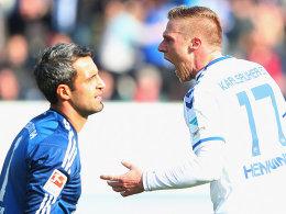 Doppelpacker Hennings jubelt, FCI-Schlussmann Özcan ist enttäuscht.