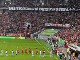 """""""Untergang des Fußballs"""" skandierten die Düsseldorfer Fans gegen RB Leipzig."""