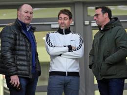 Nach außen gibt sich der Club geschlossen. Hier im Bild: Wolfgang Wolf, René Weiler und Martin Bader (v.li.).