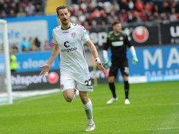 Jan-Philipp Kalla feiert sein Tor zum 1:0 in Kaiserslautern