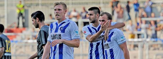Erzielte sein erstes Tor für den Karlsruher SC: Erwin Hoffer (re.).
