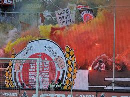 Schlechte Luft: Gegen Freiburg zündelten einige Anhänger des FC St. Pauli.