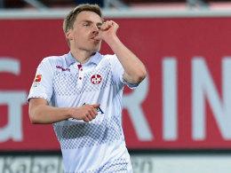 Kaiserslauterns Jenssen jubelt über sein 2:0 in Paderborn.