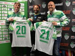Bis 2021: Jens Binek, Stefan Ruthenbeck und Holger Schwiewagner (von links) bei der Bekanntgabe der Vertragsverlängerung.