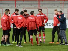 Übersichtlich: Sascha Lewandowski (r.) am Dienstag beim Training von Union Berlin.