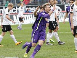 SC-Stürmer Maximilian Philipp bejubelt bei seiner Rückkehr sein Tor zum 1:0 in Sandhausen.