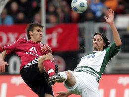 Nürnbergs Held 2008: Christian Eigler, hier gegen Fürths Marino Biliskov, machte im November den 2:1-Siegtreffer.