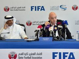 Unterst�tzung, aber auch deutliche Worte: Gianni Infantino mit dem katarischen Verbandschef Hamad bin Chalifa Al Thani.