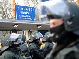KSC-Hass-Plakate: Befremden auch beim VfB
