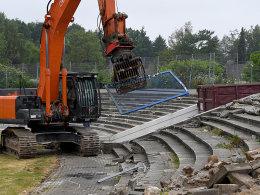 Die Bagger sind da: Holstein-Stadion wird umgebaut