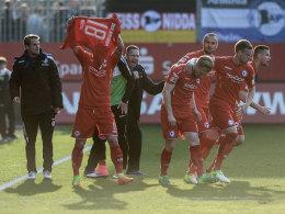 Mit Teamgeist und Aggressivität: Bielefeld nimmt Abstiegskampf an