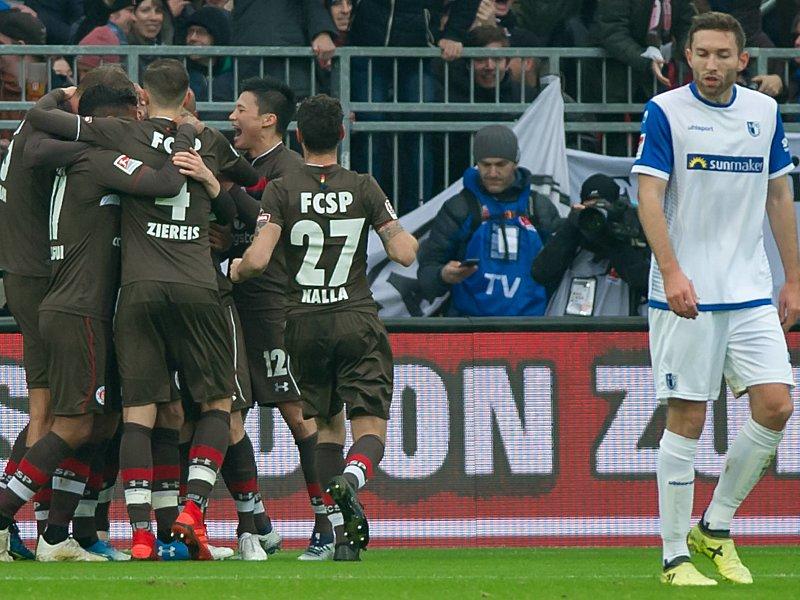 St. Pauli bejubelt einen Treffer gegen Magdeburg