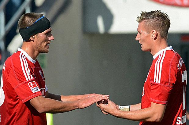 Christian Eigler und Manuel Schäffler (rechts, beide FC Ingolstadt)