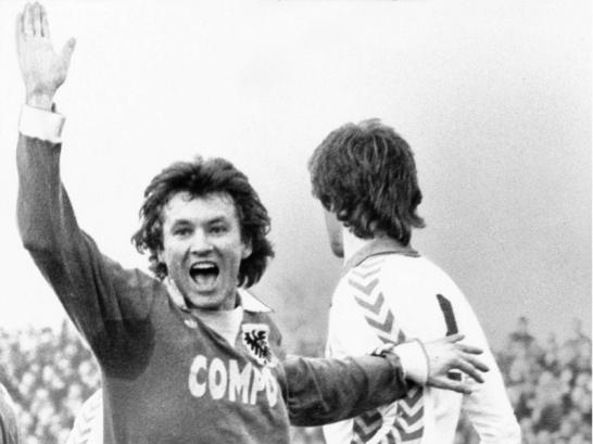 Wenn am Sonntag die Zweitliga-Partie des FSV Frankfurt gegen den FC Ingolstadt angepfiffen wird, feiert Benno M�hlmann ein Jubil�um. Es wird das 1000. Spiel in der 1. oder 2. Liga mit seiner Beteiligung. Begonnen hat M�hlmann seine Karriere als Spieler bei Preu�en M�nster. In 151 Spielen f�r die Westfalen erzielte der Mittelfeldspieler 27 Tore.