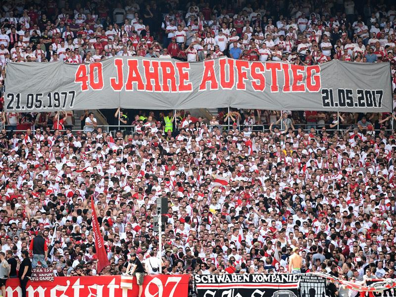Kaputte Latte, doppelte Bierdusche: VfB und 96 feiern Aufstieg