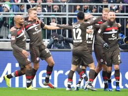 Debütant Carstens bringt St. Pauli auf Kurs